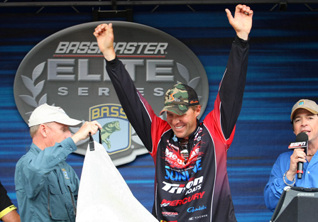 Aaron Martens celebrates his first Bassmaster Elite Series championship Sunday on Guntersville Lake with more than 107 pounds in four days. (Photo: ESPNOutdoors.com)