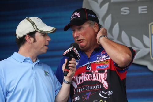 Strike King prostaffer Denny Brauer of Missouri tells Bassmaster emcee Keith Alan about his tough day on Kentucky Lake. (AC-Photo)