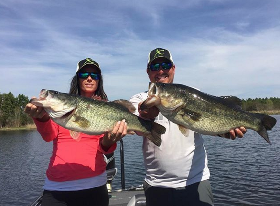 flw-tour-champion-john-cox-and-stephanie-hutchinson-with-a-pair-of-bienville-giants